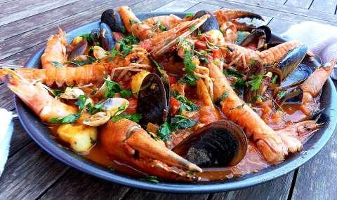 Zarzuela de mariscos: Spaanse visschotel